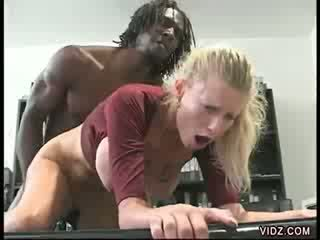 Huge ebony shaft fills in Candy Apples' puss