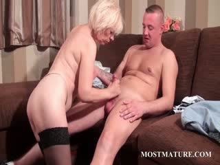 Sexy mature takes shaft in mouth and Pussy