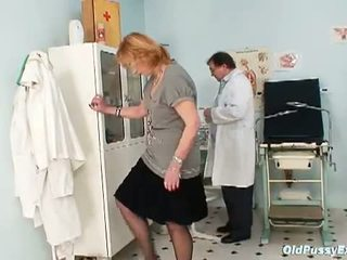Old Pussy Exam: Granny kvetuse goes to the gynecologist