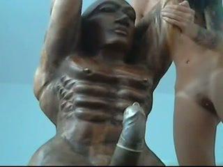 Statue Fuck 3