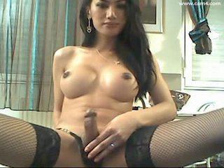 Belle transsexuelle aime jouer devant la cam