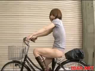 jap AV Babe butt groped