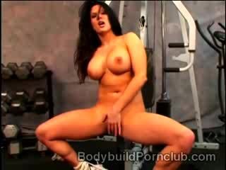Lonely big stacked brunette Elle Cee goes naughty in the gym
