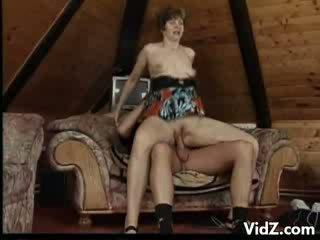 Mature mama, Rosamund stuffs mouth with dong