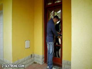 Shagging The Burglar