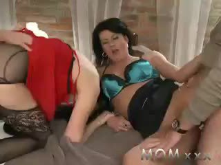 MOM Mature swingers take turns