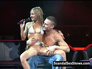blondie girl gives instructions on how to please a girl in front of an audience