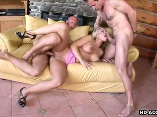 Blonde pornstar Mia Leone gets her ass pumped