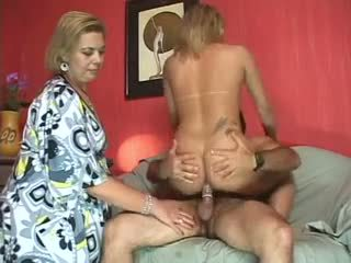 Guy and tranny mutual sex