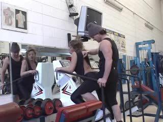 Italia mature fucked in gym (Camaster)