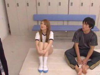 Two guys tease Sakamoto Hikari and then fill her w