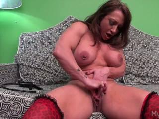 BrandiMae Pumps Her Big Muscle Clit