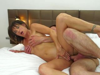 Mature Wife Cheating with Young Boy in Hotel: Free Porn 88