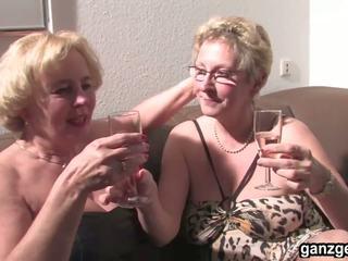 Ganzgeil Com Sexy German Grannies Plays with Their...