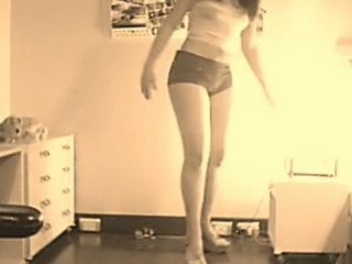 Perfect Ass Dancing On Cam