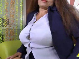 """LATINCHILI Granny Gloria masturbating latin cunt <span class=""""duration"""">- 8 min</span>"""