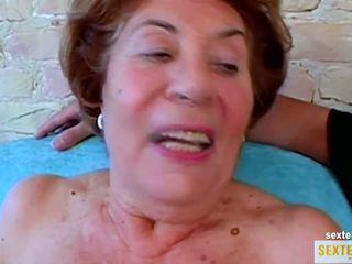 Oma (74) die alte gierige Kokusmatte