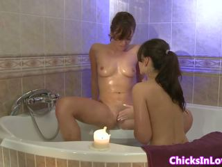 Amateur Sappho Girlfriend Eating Pussy in Tub: Free Porn 01