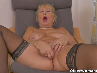 Euro Granny Gigi Needs to Rub One out, HD Porn 96