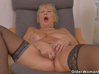 Euro Granny Gigi Needs to Rub One out, HD Porn 96