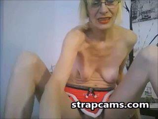 Skinny Granny Fingering On Cam