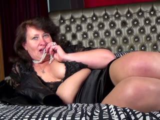 Natural Mature Mom and Wife Feeding Her Old Cunt: Porn ed