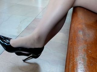Toe Wiggle: High Heels & Stockings Porn Video 88