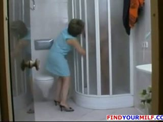 Mature slut seduce younger man in the shower