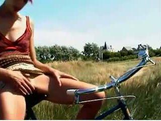 Muss Mal: Pussy & Public Nudity Porn Video 5e