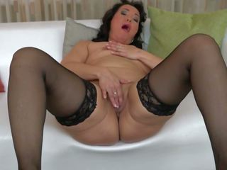 Gorgeous Mature Mom Bating Her Horny Clit: Free HD Porn 95