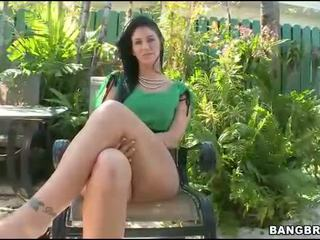 Lusty outdoor blowjob