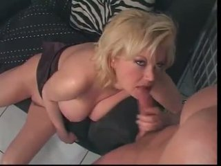 Carolyn Monroe HOTTIE with big SPLASH in her FACE at e