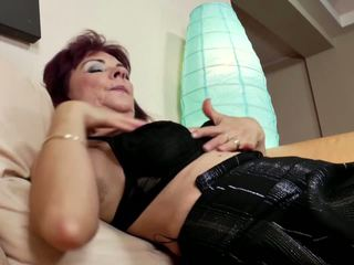 Mature Mother with Hungry Cunt Piss on Grass: Free Porn f0