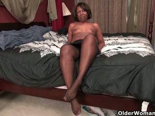 Ebony MILFs Amanda and Lee Work Their Pink Pussy: Porn b4