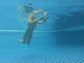 Underwater voyeur