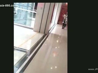 chinese girls go to toilet.4