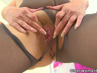 English GILF Pandora Fucks Her Pantyhosed Pussy with a