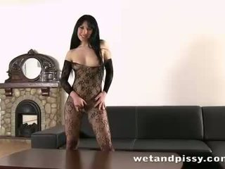 Peeing while fucking her yellow vibrator